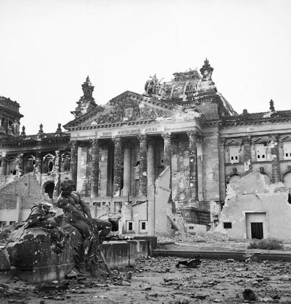 """Kriegsende in Berlin 1945 Enttarnt: Die wahre Geschichte der """"Anonyma"""""""